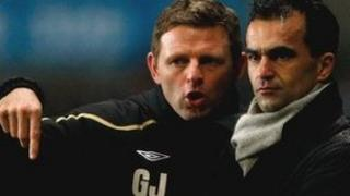 Graeme Jones a Roberto Martinez