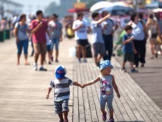 Holidaymakers head for Brighton Beach