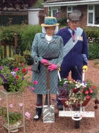 Queen and duke scarecrows in Cambridgeshire