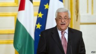 Palestinian President Mahmoud Abbas and French President Francois Hollande at a news conference in Paris on 8 June 2012