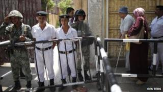 Voters arrive at a polling station to cast their votes during the second day of voting in Egypt's presidential election in Cairo June 17, 2012.