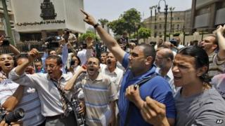 Men protest against military rule outside the parliamentary building in Cairo (19 June 2012)