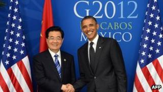 US President Barack Obama (R) shakes hands with Chinese President Hu Jintao before a bilateral meeting in Los Cabos, Mexico on the sidelines of the G20 summit, 19 June 2012