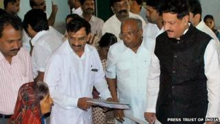 Maharashtra Chief Minister Prithviraj Chavan visits a hospital in Ichalkaranji on 19 June 2012