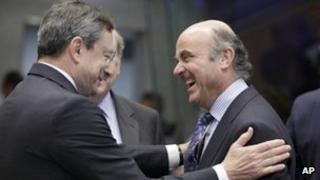 Spain's Economy Minister Luis De Guindos (right) talking to European Central Bank President Mario Draghi