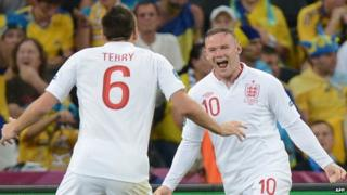 Wayne Rooney celebrating his goal