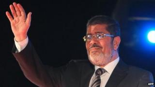 Mohammed Mursi waving to his supporters in Cairo, May 20