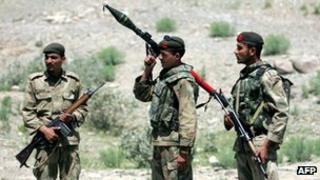 File photo of Pakistani soldiers in South Waziristan (April 2007)
