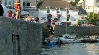 Children 'tombstoning' in Falmouth