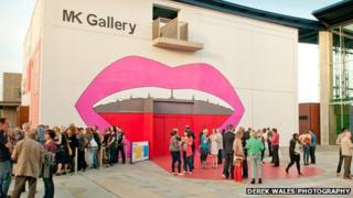 MK Gallery decorated with a pop art mouth designed by Pushwagner