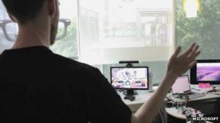 Engineers tries out trial version of Kinect-based software