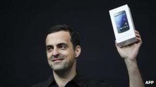 Hugo Barra, product management director of Android, holds up a Samsung Galaxy Nexus. Photo: 27 June 2012