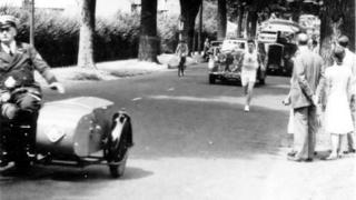 Reading Athletic Club's Nick Nicholls carrying the torch up Kendrick Road, Reading, in July 1948