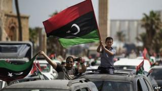 Libyans celebrate election day in Martyr's Square in Tripoli (7 Jul 2012)