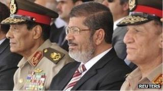 President Mohammed Mursi (C) with military chiefs, 5 July