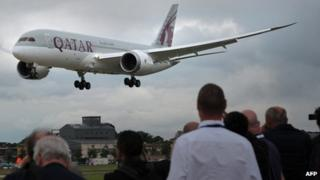 A Qatar Airways Boeing 787 Dreamliner taking part in a flying display at Farnborough