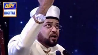 Amir Liaqat singing on a TV show