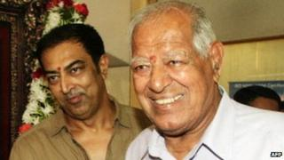 Dara Singh (right) with his son Vindu Dara Singh