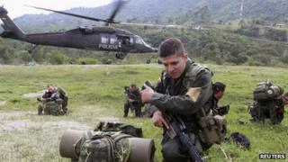 Colombian police officers land in Toribio, in the province of Cauca 12 July 2012.