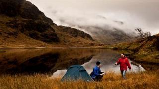 campadh aig Loch Laomainn