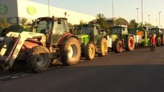 Farmers blockade Robert Wiseman plant near Bridgwater