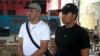 Helicopter pilots Juan Carlos Alvarez (l) and Alejandro de Jesus Ocampo (r)