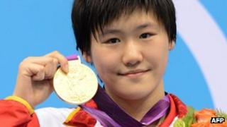 China's Ye Shiwen holds her gold medal on the podium of the women's 400m individual medley final swimming event at the London 2012 Olympic Games, 28 July 2012