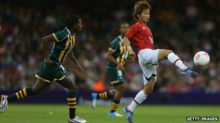 Asuna Tanaka (right) of Japan battles for the ball with Mpumi Nyandeni of South Africa at the Millennium Stadium