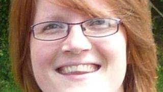 Leila Salisbury sydd wedi golygu y llyfr