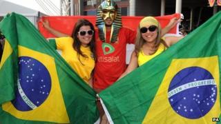 Cefnogwyr Brasil yng Nghaerdydd ar gyfer y pêl-droed