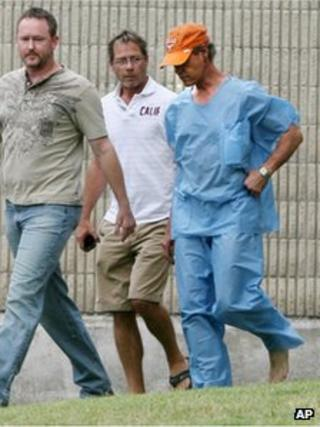 Randy Travis leaves jail after meeting bond in Sherman, Texas 8 August 2012