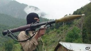 Taliban militant in Pakistan close to Afghan border
