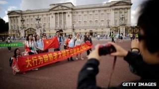 Chinese tourists outside Buckingham Palace