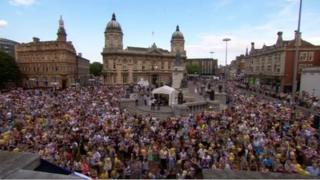 Crowds in Hull