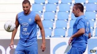 Karim Benzema (L), and Franck Ribery in a training session (14 Aug 2012)