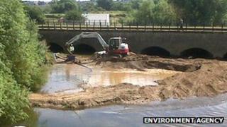 Removal of silt at Monks Bridge