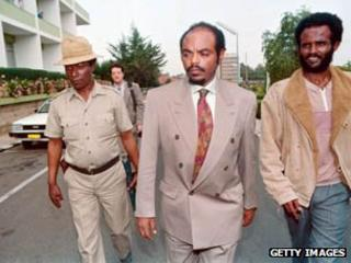 Meles Zenawi in centre with bodyguards in 1991