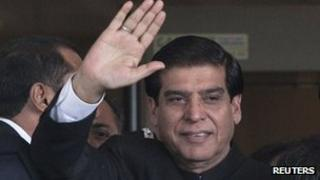 Prime Minister Raja Pervez Ashraf waves after arriving at the Supreme Court in Islamabad (Aug27)