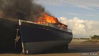 Barry harbour boat blaze