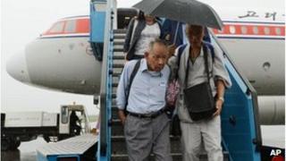 Sadao Masaki, left, arrives at the airport in Pyongyang, 28 August 2012