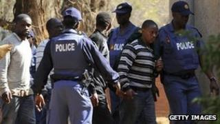 Police keep watch during the arrival of some of the mine workers, at a Garankuwa court outside Pretoria (20 August 2012)