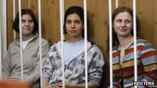 Pussy Riot members Nadezhda Tolokonnikova (C), Maria Alyokhina (R) and Yekaterina Samutsevich in court in Moscow (20 July 2012)