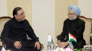 In this handout photograph released by the Indian Press Information Bureau, Indian Prime Minister Manmohan Singh (R) talks with Pakistani President Asif Ali Zardari during a meeting on the sidelines of the XVI Non-Aligned Movement (NAM) Summit in Tehran on August 30, 2012.