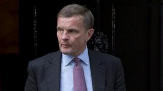 David Jones yn gadael 10 Stryd Downing