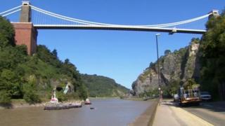 Nowhereisland arrives in Bristol