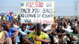 Striking miners in Marikana. Photo: 14 September 2012