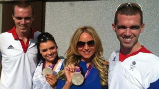 Rita Simons (Roxy Mitchell) and Shona McGarty (Whitney Dean) wanted their own picture taken with the brothers