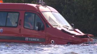 Amphibious car ZZ3