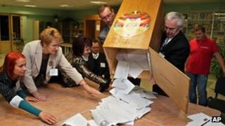 Votes counted in Minsk. 23 Sept 2012