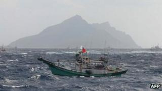Taiwanese vessels sail near the disputed islands on 25 September 2012